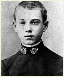 Вацлав Нижинский в форме учащегося Императорской Балетной Школы в Санкт-Петербурге